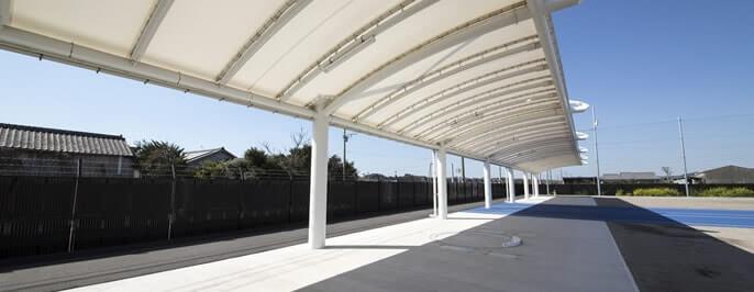 屋根付き投てき場 -各投てき競技に対応した設備-